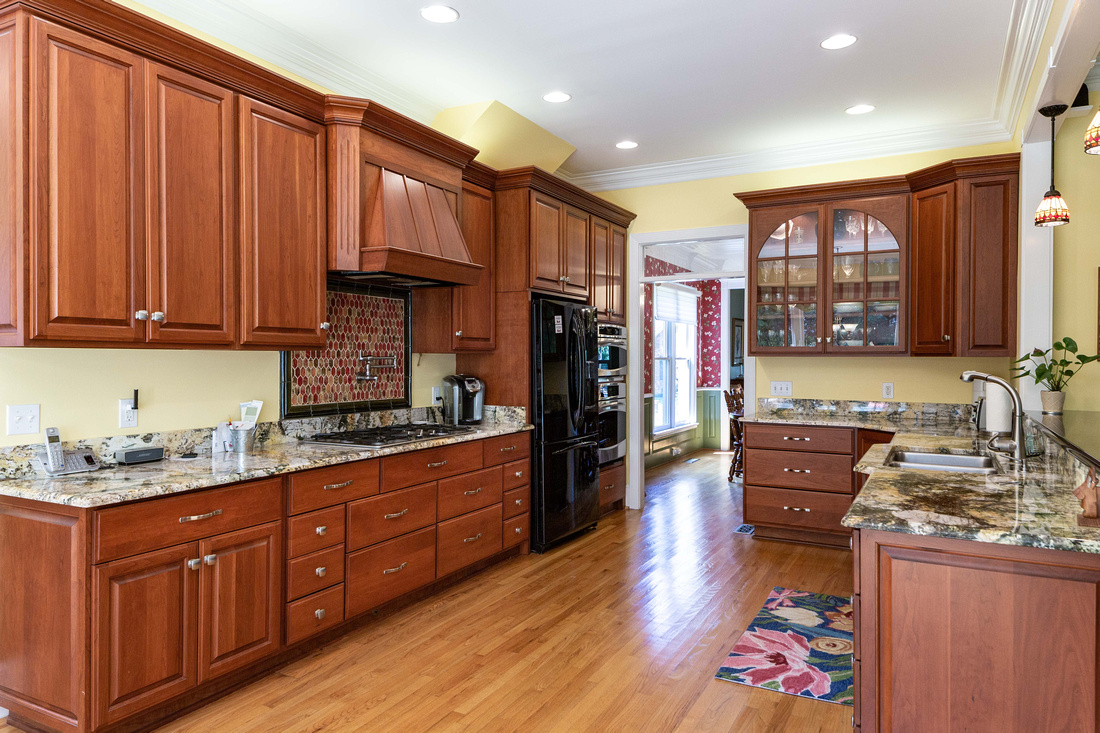 Large kitchen with walk-in Pantry